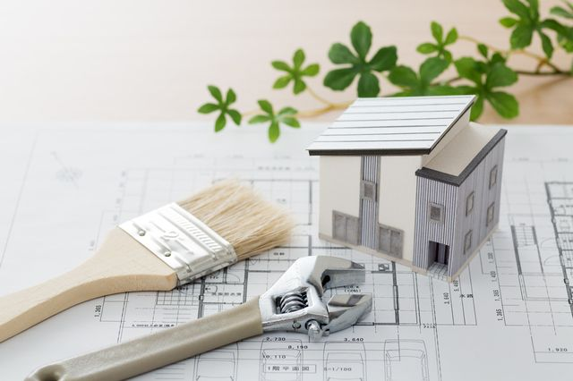 マンションの建て替えと売却、どちらを選ぶべきか徹底解説!流れと費用についても